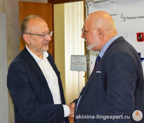 Встреча коллег: проф. А.Н. Баранов (слева) и известный болгарский эксперт-фоноскопист Димитр Попов.